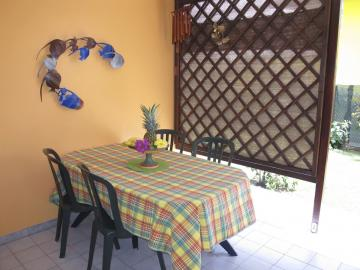 Vous bénéficerez d'un accès direct au jardin par votre terrasse couverte.