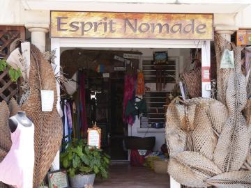 Vous trouverez des créations d'artistes Martiniquais et caribéens dans cette petite boutique, ayez l'esprit nomade !