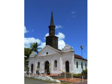 L'église St Thomas se situe face au ponton du Diamant, en plein centre de la ville.