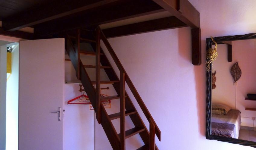 Cet escalier vous permettra de monter dans la chambre N°2.