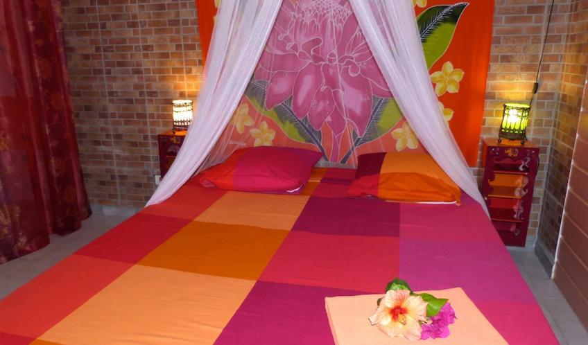 Votre chambre climatisée avec son lit en 160 cm.