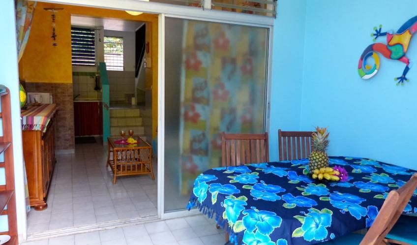 Votre terrasse couverte donnant sur le jardin.