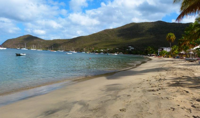 Grande Anse d'Arlet, à 10 minutes en voiture de votre location L'Oasis de L'Anse Bleue.