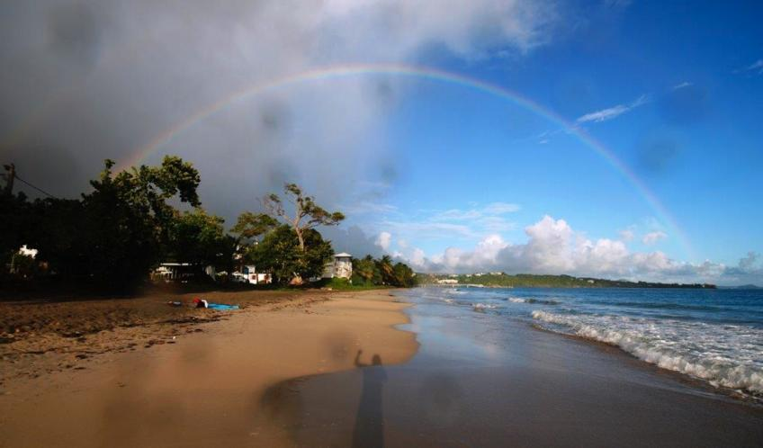 La plage entre pluie et soleil.